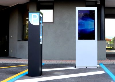 Smart Parking Systems parking meter and Cortina outdoor stand