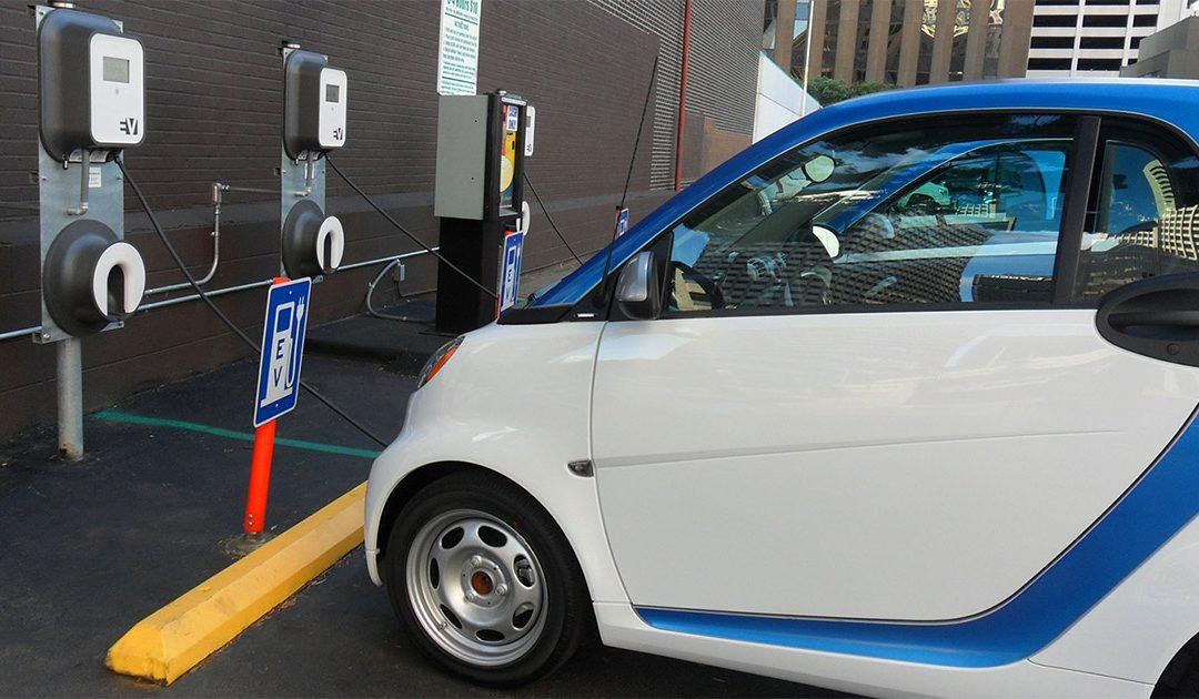 Colonnine di ricarica e auto elettriche: un futuro strettamente connesso